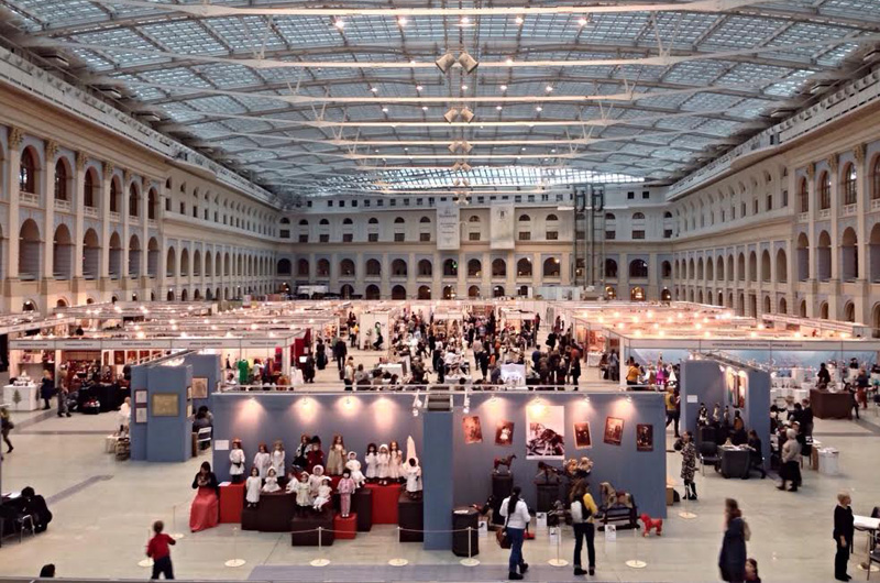 Общий вид выставочного зала в Гостином Дворе