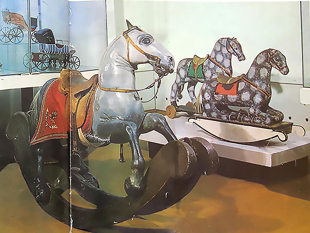 Лошадка, принадлежавшая Павлу I. Фото из книги «РУССКИЙ СУВЕНИР» , 1976 г.